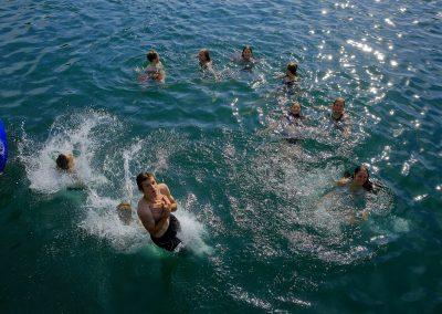 Teenager suchen Abkühlung im Flückigersee